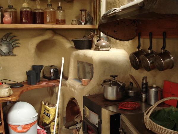 パーマカルチャー土壁のキッチン